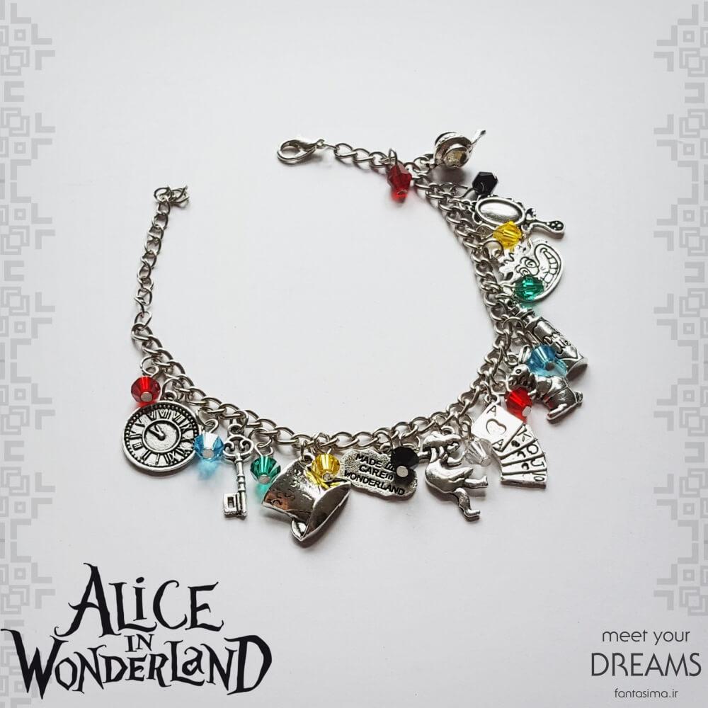 دستبند آلیس در سرزمین عجایب
